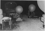 Wetterballons werden mit Gas befüllt (1963; Quelle Bundesarchiv/Militärarchiv)