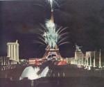 Pariser WA 1937 bei Nacht, links vom Eiffeltum der deutsche, rechts der sowjetische Pavillon