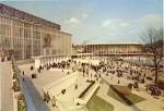 Der sowjetische (links) und der us-amerikanische (hinten) Pavillion in Brüssel 1958